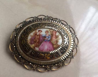 Antique oval brooch in gold tone