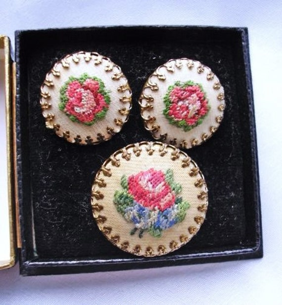 Pretty vintage 1950's tapestry embroidered Rose brooch & clip on earrings