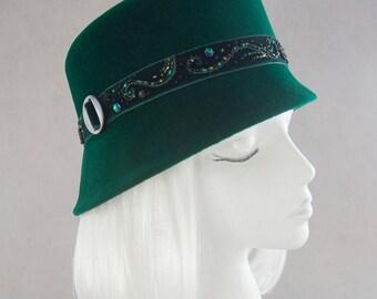 Emerald Green Cloche. Beaded Velvet Green Hat. Women's Hat. Vintage Style 1910s 1920s Toque. Millinery Reproduction Cloche. Velour Fur Felt.
