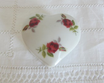 Vintage Hand Decorated Roses and White porcelain heart trinket box,  White and red roses porcelain box