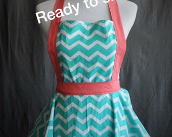 READY TO SHIP //fun and flirty cute retro full kitchen apron in teal chevron with coral ties