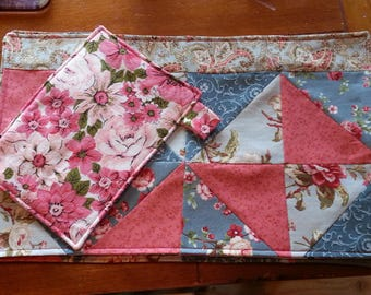 Floral (5) Placemat Set - Bright Reversible Quilted with (1) matching hotpad