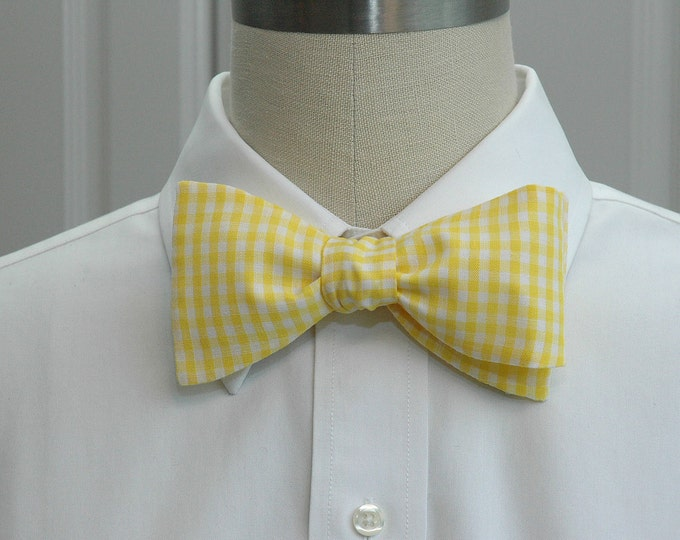 Men's bow tie, yellow gingham, wedding bow tie, groom bow tie, groomsmen gift, butter yellow bow tie, prom bow tie, classic yellow bow tie
