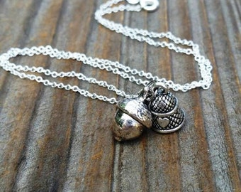 Peter Pan Wendy Kiss Necklace, Peter Wendy Darling Kiss Best Friend Necklaces, Acorn Thimble Couples Necklaces, Dainty Acorn Thimble Silver