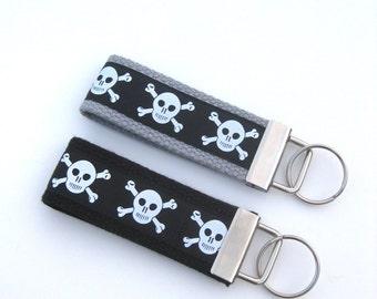 Mens Gift for Him Under 10 - Skulls Keychain for Men - Skulls KEY FOB Key Ring - Guys Key Chain - Gift for Men Under 10- Boyfriend Gift Idea