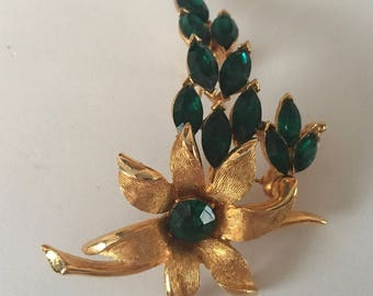 Vintage Mid-Century Gold Tone Flower Brooch Pin with Beautiful Deep Green Marquise and Round Rhinestones