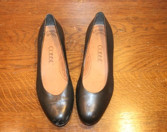 Size 8,Black Leather Flats,leather shoes,womens shoes,size 8 leather flats,black leather flats,womens leather flats,flats 8,black flats