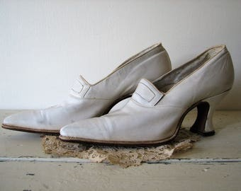 Antique Leather Shoes ~ Victorian Leather Shoes ~ Ivory Vintage Heels ~ Vintage Wedding ~ 1910 ~ Theaater Prop
