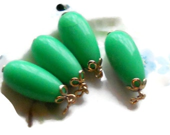Vintage Earrings Drops Dangles Green Teardrop Cottage Candy Kelly Lucite Shabby. #554