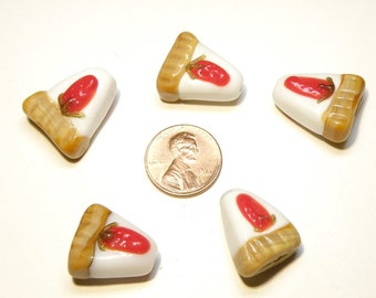 20% OFF -- One (1) Lampwork Glass Strawberry Pie Cheesecake Bead - Lot UU