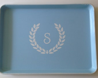 L white laurel wreath initial light blue tray
