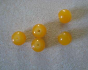 5 round yellow glass beads