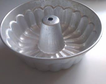 VARAN SOM VARAR Kungsör Aluminum cake / muffin / pound cake / fruit cake shape.