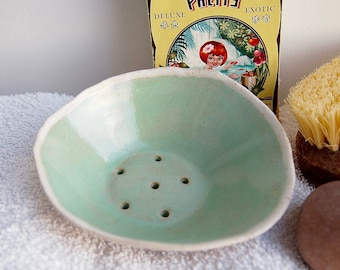 Handmade turquoise green pottery soap dish, turquoise ceramic soap dish, green pottery soap holder, turquoise bathroom accessory, soap dish
