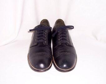 Sz 9.5 D Vintage Dark Navy Blue Genuine Leather 1980s Men Flat Lace Up Stacy Adam shoes.