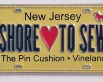 Row by Row Experience 2015 Fabric License Lapel Pin - SHORE LOVE to SEW