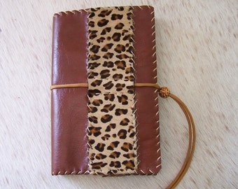 Protects craft book in brown leather and cowhide 'leopard' (adjustable from 150 to 1000 pages)