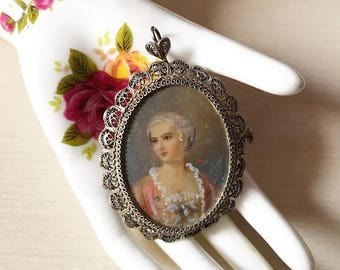 Beautiful Early '900s hand painted miniature with an incredible filigreé silver frame!