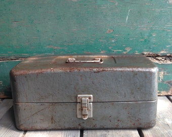 Vintage metal tackle box / vintage fishing trip / metal tool box