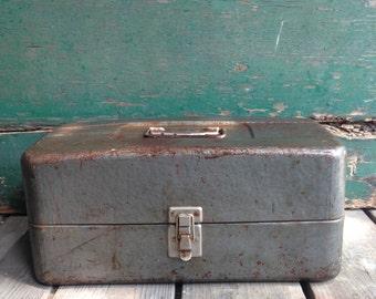Vintage metal tackle box / vintage fishing trip / metal tool box