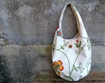 Floral bucket bag in cream - rustic hobo bag with flowers in upcycled and organic materials. Summer bag