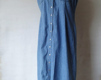 80s or 90s vintage denim long dress; snap front jeans maxi dress; sleeveless casual summer classic preppy blue chambray dress; Casual Corner