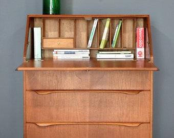 Beautiful vintage midcentury Danish bureau / desk in stunning Teak. Delivery. Modern / retro.