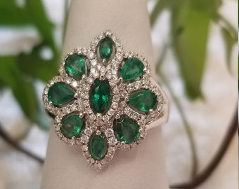 18 K white gold natural emerald cluster ring