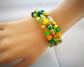 Gold & Green Fidget Bracelet, Anxiety Jewellery, Memory Wire Wrap Bracelet, No Clasp Bracelet, Leaf Charm, Wrist Cuff, Statement Bracelet