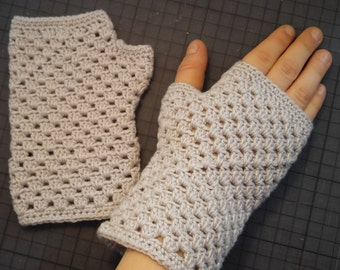 Pretty crocheted light grey child mittens in cotton