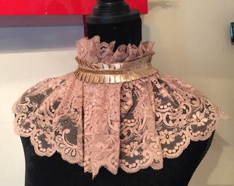 Thick lace collar