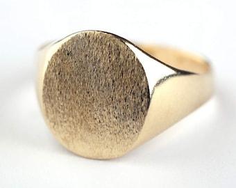 Solid Gold Signet ring, 9K / 14K Gold Seal ring, Brushed Finish, Oval Signet Ring, Statement Ring, Large Gold Ring, Women's Signet Ring