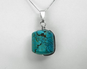 Turquoise Pendant in Silver, 20 x 18 mm