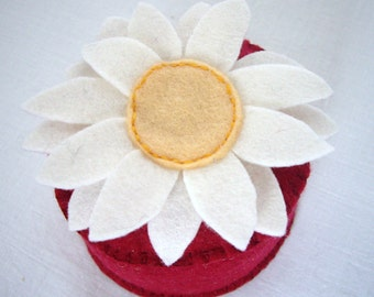 Daisy pincushion with red base