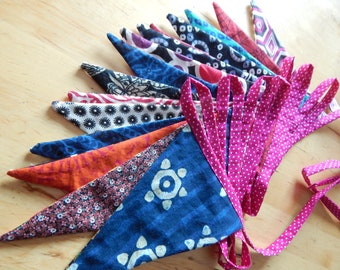 Garland pennants ultra colorful hanging 4 m 50 with 15 pennants 100% cotton.