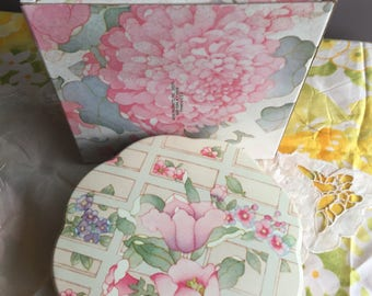 NIB Vintage Avon Tender Blossoms Beauty Dust Container Tin, 1977