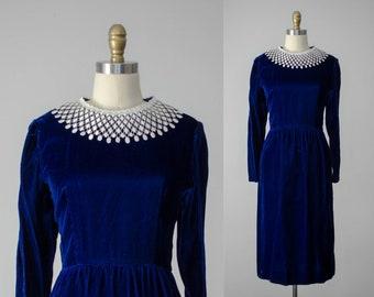 blue velvet dress | blue velvet wiggle dress | blue cocktail dress | velvet cocktail dress | vintage Lanz dress | lace collar dress