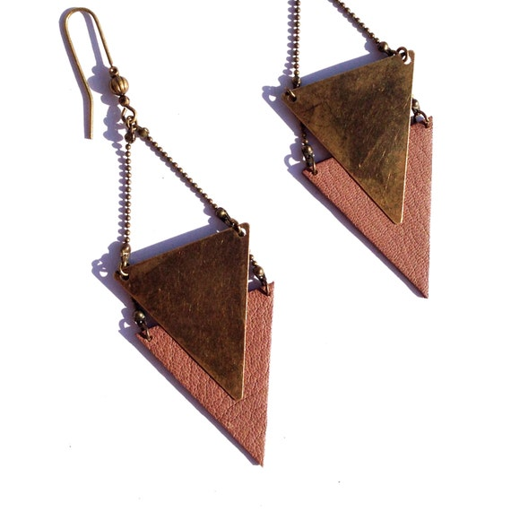 "Earring graphic Brown taupe leather / metal triangle bronze CHEYENNE - Collection ""Indian summer"""