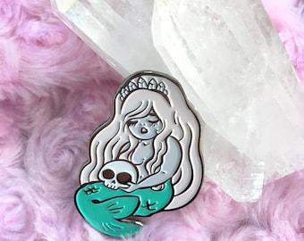La Sirena Enamel Pin
