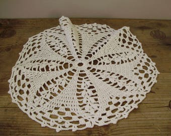 Lovely,Vintage,Hungarian handmade crocheted doily,centerpiece,runner Cottage/Shabby Chic