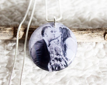 Double Sided Photo Necklace, Mothers Day Gift, Resin Necklace, Custom Picture Jewelry, Photo Pendant, Photo Gift Mom, Picture Necklace, Dad