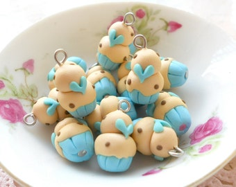 4 Mini Cupcakes Charms - Minicup15