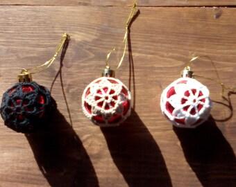 Crocheted Christmas bauble - model 8