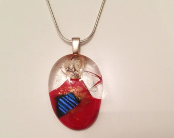 Beautiful sterling silver necklace with an unique glass pendant.