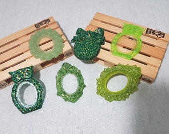 6 Resin cameo bases in shades of green