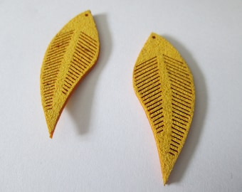 2 charms leaves yellow suede 45 x 17 mm