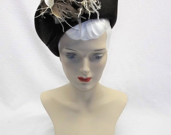 1940s Vintage Brown Felt Hat with Feather Flowers New York Creation Size 22