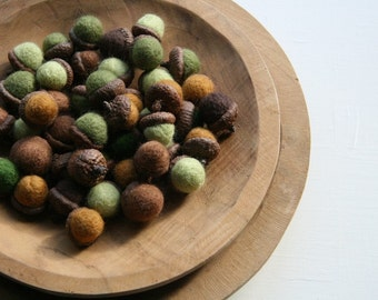 5 Felted Acorns
