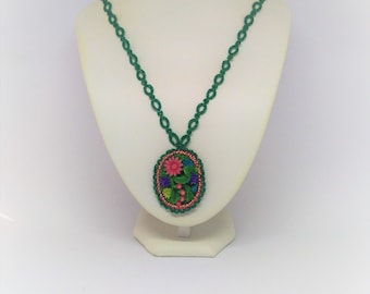 necklace made of lace tatting green floral / / lace / / tatted / / tatted jewelry / / made in France