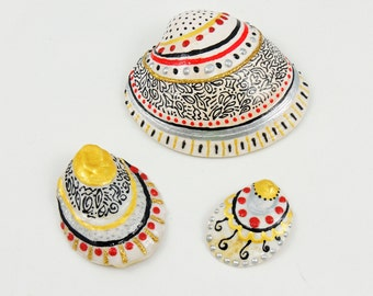 Set of 3 painted seashells, Beach decor